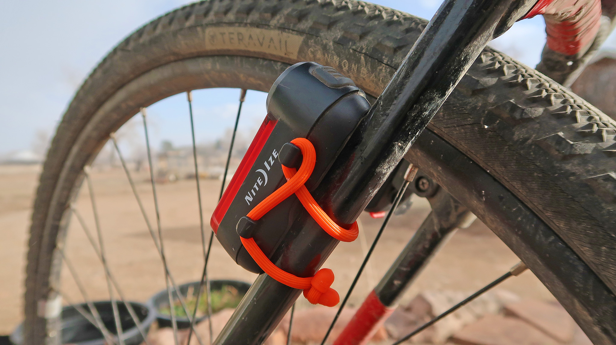 Red Radiant 125 with an alternative bombproof mounting using a Nite Ize Gear Tie